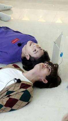 V Bts Cute, Jungkook Cute, Foto Jungkook, Foto Bts, Bts Photo, Bts Jin, Kim Taehyung Funny, Bts Taehyung, Namjoon