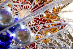 details of Aurora LED sphere with xmas balls// © Idolight