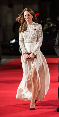 Self Portrait Pleated Crochet Maxi Dress , as worn by Kate Middleton (the Duchess of Cambridge). Style Kate Middleton, Kate Middleton Outfits, Kate Middleton Photos, Princesa Kate Middleton, Estilo Real, The Duchess, Duchess Of Cambridge, Prince William And Kate, William Kate