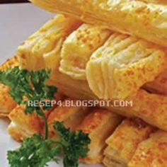 Recipe must be translated Homemade Cheese Sticks, Cheese Sticks Recipe, Savory Snacks, Yummy Snacks, Resep Pastry, Beef Recipes, Cookie Recipes, Recipies, Indonesian Desserts