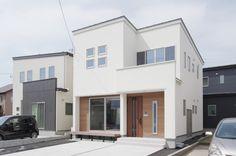 茨城県水戸市・ひたちなか市|ナチュラルモダン・くつろぎ畳スペースのこだわりハウス Japanese House, Tiny House Design, Interior Architecture, Beautiful Homes, Loft, Mansions, House Styles, Building, Outdoor Decor