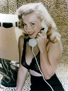 Marilyn Monroe 40's (rétrogirl) Would make a great Pin Up calendar/poster