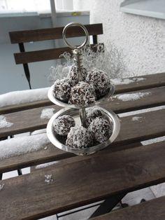Chokladbollar med kokos och dadlar