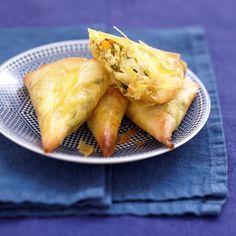 Samosas au crabe, petits légumes et Carré Frais Samosas, Empanadas, Turnover Recipes, Crab Recipes, Beignets, Mo S, Entrees, Brunch, Food And Drink
