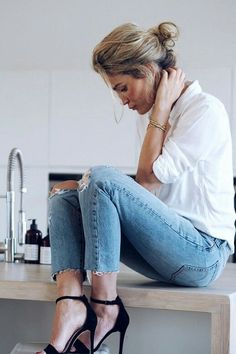 Jeans white t sexy shoes