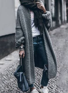 Looks invernales de inspiración Long Sweaters For Women, Coats For Women, Clothes For Women, Ladies Coats, Winter Clothes Women, Snow Clothes, Casual Winter Outfits, Women's Casual, Trendy Outfits