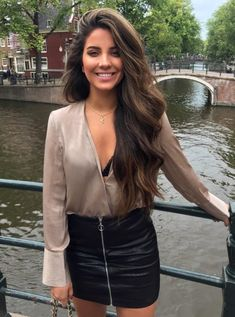 When you care for your hair your whole life changes. Good hair tells other people that you are put together. Beautiful Girl Image, Gorgeous Women, Brunette Beauty, Hair Beauty, Pretty Brunette, Mode Hippie, Grunge Hair, Gorgeous Hair, Dark Hair