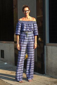 See How To Wear An Off-The-Shoulder Jumpsuit Like Jenna Lyons by Le Fashion  #BELTS, #Bracelets, #BUN, #EYEGLASSES, #JENNALYONS, #Jumpsuit, #Moda, #OffTheShoulder, #PRINTS, #SANDALS, #SPRINGSUMMERINSPIRATION, #StreetStyle