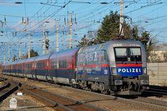 1116 250 with in Wiener Neustadt by MorpheusPhotoworks on DeviantArt Corporate Identity Design, Swiss Rail, S Bahn, Train Journey, Commercial Vehicle, Train Travel, Shutter Speed, Public Transport, Taurus