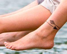 <p>Muita gente acha quetatuagens feitas no pé ou no calcanhar são super delicadas – e pode incluir a gente nessa! Sim, é um local que, ao ser tatuado, pode render um tantinho mais de dor do que outras áreas do corpo, mas nada demais, viu! Se você curte tatuagem, até já sabe que o resultado […]</p>