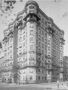 418 Central Park West at the corner of West 102nd Street. Braender Apartment House, 1910.