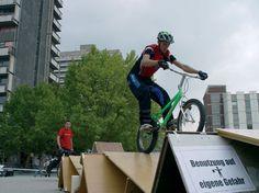 MC | Raumlabor | FAHRRAD PARCOURS | 2003 | Halle-Neustadtm, Germany | Pista de bicicleta