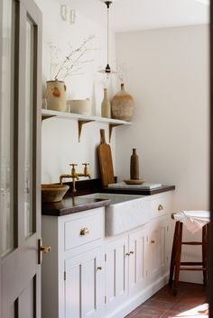 Luxury Kitchen Soft, Ethereal European Country Kitchen Designs to inspire your own plans for a lovely kitchen with timeless and tranquil style. Design by deVOL. Country Kitchen Designs, Rustic Kitchen, Kitchen Ideas, Bespoke Kitchens, Luxury Kitchens, Country Look, Devol Kitchens, Tuscan Kitchens, Country Kitchens