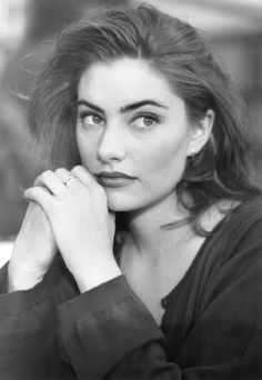Mädchen Amick, the abused waitress from Twin Peaks. Damn you, Leo!