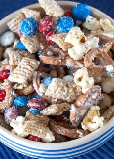Red, White and Blue #Chex Party Mix | sweet, salty, crunchy yum.