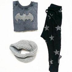 Ministyling @ CITYMOM.nl // Zara Batman Sweater // Nununu Pants // Zara Cowlscarf