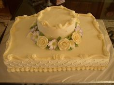 Buttercream, qilted with pearls, gumpaste and royal flowers