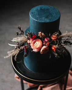 Pretty Wedding Cakes To Inspire You - Fabmood Wedding Colors, Wedding Themes, Wedding color palettes Pretty Wedding Cakes, Wedding Cake Roses, Black Wedding Cakes, Amazing Wedding Cakes, Pretty Cakes, Beautiful Cakes, Vegan Wedding Cakes, Gothic Wedding Cake, Autumn Wedding Cakes