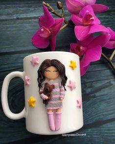 Такая тёплая и уютная девочка получилась) она свободна! #шатунова_оксана #polymerclay #handmade #подарок #8_марта #на_заказ #кружканазаказ #хочу_весну_в_феврале