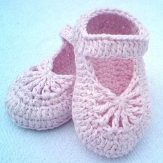 Crochet Baby Booties YARA simple baby shoes Crochet pattern by Luba Davies - Easy-to-make lovely shoes for baby girl. They will perfect fit on feet, soft Crochet Baby Blanket Beginner, Baby Girl Crochet, Crochet Baby Shoes, Crochet Baby Clothes, Crochet Slippers, Baby Knitting, Booties Crochet, Knitted Baby, Knitting Yarn