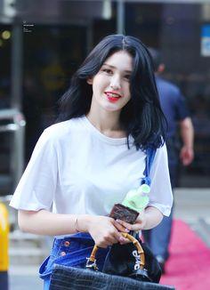 Twitter Jeon Somi, Kpop Girl Groups, Kpop Girls, Ontario, Kim Sejeong, Elegant Wedding Hair, Korean Girl, Korean Idols, Asian Beauty