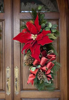 Christmas outside decorations Z Christmas Swags, Christmas Poinsettia, Christmas Door, Merry Little Christmas, Outdoor Christmas, All Things Christmas, Christmas Holidays, Holiday Fun, Holiday Decor