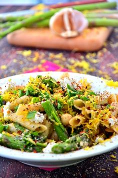 Smoked Paprika Asparagus Penne: this easy-to-make pasta is gluten-free, vegetarian, and packed with superfoods.