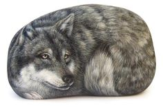 Wolf - acrylic on rock - cm. 15 | Rockpainting by Roberto Rizzo | www.robertorizzo.com