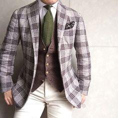 . 2016/09/15. . おはようございます. . 今日はブラウン&ベージュに グリーンのニットタイで. . Jacket #STILELATINO Shirt #ERRICOFORMICOLA Chief #AD56 Gilet #TAGLIATORE Tie #Ascot Pants #PT01 * * * #mensstyle #mensfashion #menswear #mnswr #wiwt #fashion #fashionstyle #fashionable #me #photooftheday #picoftheday #instagood #instastyle #instafashion #IGfashion #instacool #coordinate #dapper #ootd #outfit #outfitpost #fashiongram #gentleman