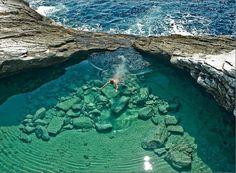 Lagoa isolada chamado Giola, na ilha de Thassos, Greec