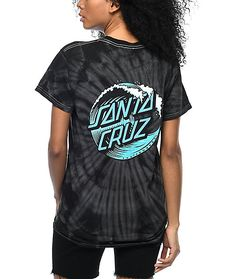 Offering a classic crew neck fit, the Wave Dot T-Shirt is perfect for everyday casual. The left chest and back feature a Santa Cruz Skateboards custom logo printed on the black tie-dye cotton.