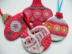 Christmas Bauble Tutorial 2014 @etsy; appears to be felt, craft foam, and lots of stitching