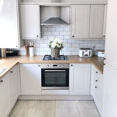 Kitchen Room Design, Home Decor Kitchen, Kitchen Interior, Howdens Kitchens, Home Kitchens, Cashmere Shaker Kitchen, Cream Shaker Kitchen, Open Plan Kitchen Dining, Creation Deco
