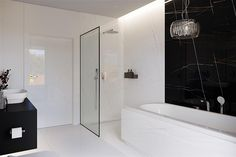 Find home projects from professionals for ideas & inspiration. Projekt domu HomeKONCEPT 58 by HomeKONCEPT Black And White Interior, Black N White, Modern House Design, Home Projects, Bungalow, Bathtub, Bathroom, Inspiration, White Interiors