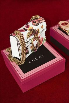 842ffc52134d26 The Dionysus mini bag in leather is introduced with the Gucci Garden print
