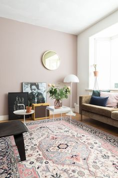 8 Pink walls ideas for a tropical summer - Daily Dream Decor Rugs In Living Room, Interior Design Living Room, Home And Living, Living Room Decor, Bedroom Decor, Interior Stairs, Cafe Interior, Small Living, Interior Architecture
