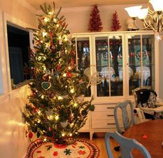 Modern Dining Room Design with Luxury Cool Christmast Tree Idea