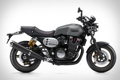 The latest evolution in the classic XJR1300 series from Yamaha is upon us, and it's a sight for sore eyes. The 2015 XJR1300 takes styling influence from the custom work of builders Keino and Deus Ex Machina and features the...