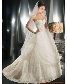 Prinzessin Brautmode aus Organsin herzförmiger Ausschnitt in Ballkleidform mit Kapelleschleppe