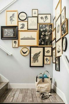 Cozy Gallery Wall Decor Ideas For Bedroom Cozy Gallery Wall Decor Ideas For Bedroom Wall gallery with the posters of Ma Maison BlancheMint Green Wall with Gallery Wall Bedroom Plant Wall Decor European Home Decor, European Apartment, European Homes, Ideas Geniales, Deco Design, Design Trends, Display Design, Blog Design, Design Design