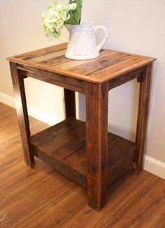 Pallet Wood Side Tables | Pallet Furniture DIY - http://www.homedecoratings.net/pallet-wood-side-tables-pallet-furniture-diy