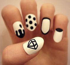 Pretty black and white nails pattern nail art
