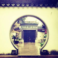 .@stereoscopia | #view through a #circular #door in #yugarden #shangai #china | Webstagram - the best Instagram viewer