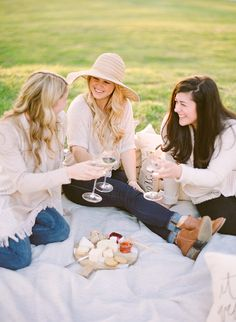 5 Ways to Host the Prettiest Picnic