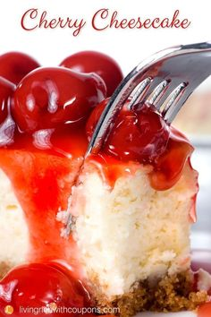Cherry Cheesecake Recipe - Easy and Delicious Cheesecake Recipe Cherry Cheesecake. Delicious cheesecake with a graham cracker crust. This recipe is simple to make and will impress any cheesecake lover! Pudding Desserts, Köstliche Desserts, Delicious Desserts, Dessert Recipes, Yummy Food, Cherry Cheese Cake Recipes, Quick And Easy Cheesecake Recipe, Biscuits Graham, Cheesecake Crust