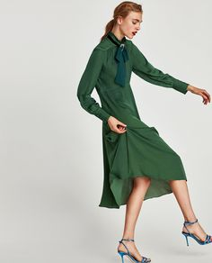 Imagen 3 de VESTIDO MIDI FLUIDO MANGA LARGA de Zara Shades Of Teal, Long Sleeve Midi Dress, Green Fashion, Zara Women, Homecoming Dresses, Fashion Dresses, Midi Dresses, Wrap Dress, Cold Shoulder Dress