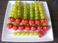 Rups van aardbeien, druiven en stift van dr oetker