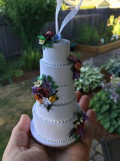 Turn a picture of your wedding cake into a Christmas ornament, wonder if they could do that with a picture of mine from 30 years ago? many sites listed