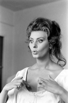 """Sophia Loren by Alfred Eisenstaedt. Been trying to find a photo of Sophia for my """"reel thing"""" board, 'cause for someone who was so beautiful she sure managed to look plain creepy in lots of shots, then I came across this and couldn't resist it. Hollywood Glamour, Classic Hollywood, Old Hollywood, Beautiful Celebrities, Most Beautiful Women, Loren Sofia, Katharine Ross, Sophia Loren Images, Italian Actress"""