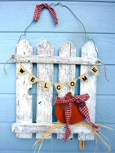 countrycrafthouse decorated picket fence | Autumn Picket Fence Decor